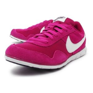 NIKE Victoria NM Running Shoes